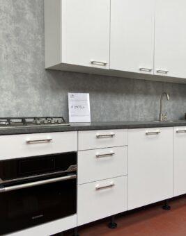 rechte witte keuken